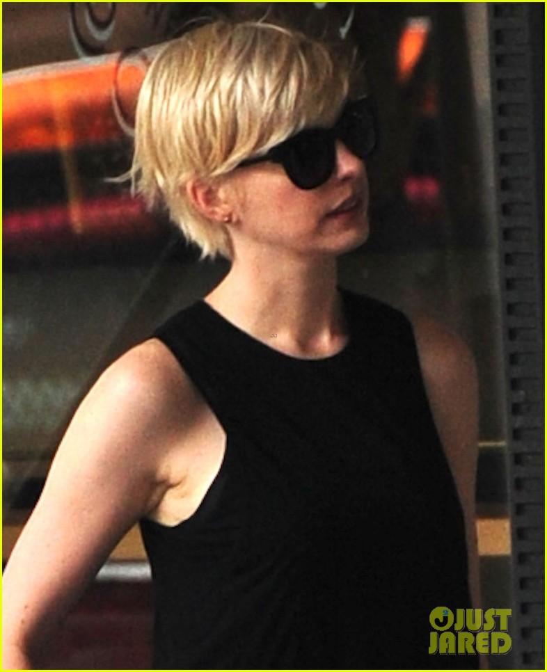 anne hathaway debbie harry was my blonde hair inspiration 052868949