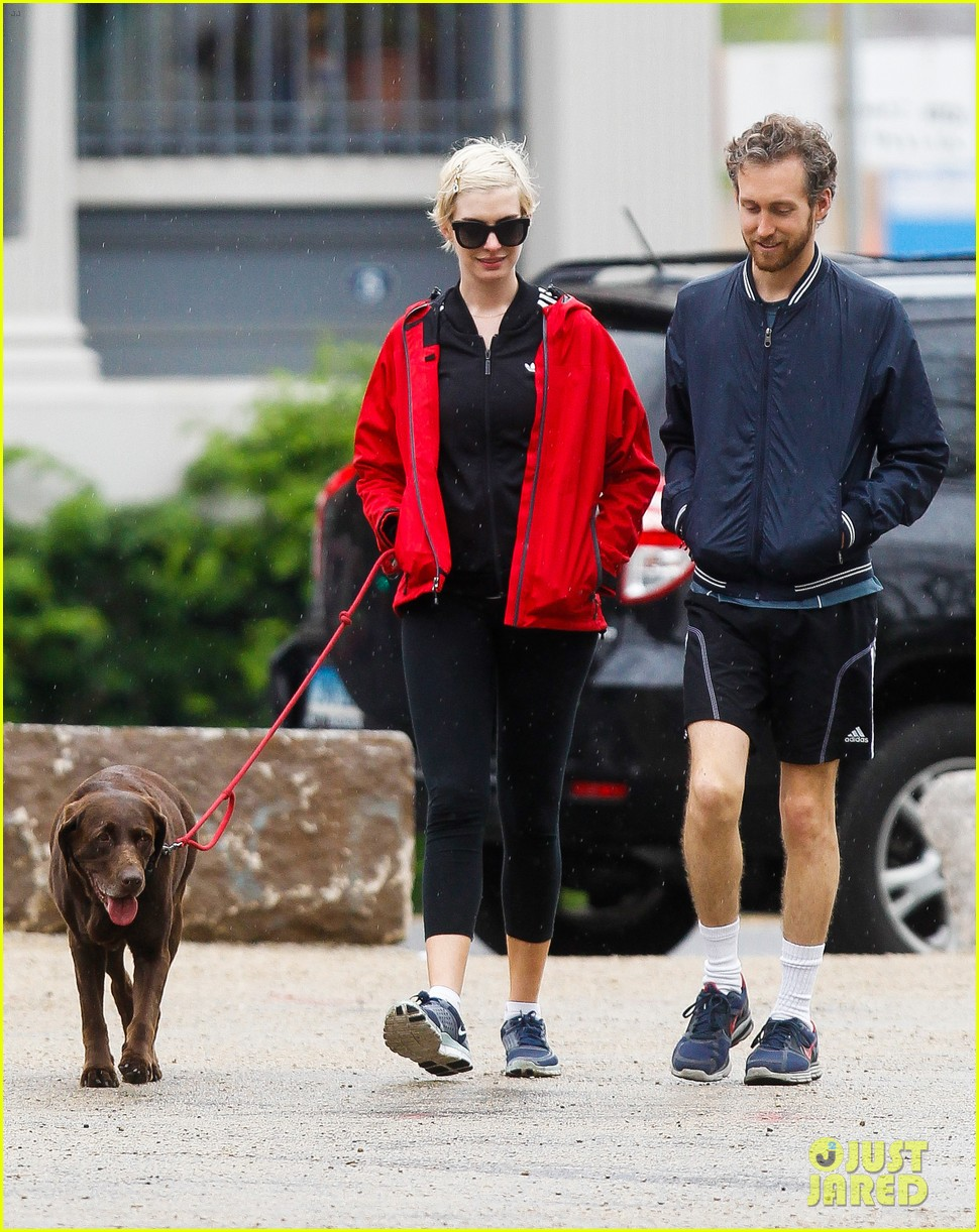 anne hathaway adam shulman rainy brooklyn dog walk 072873478