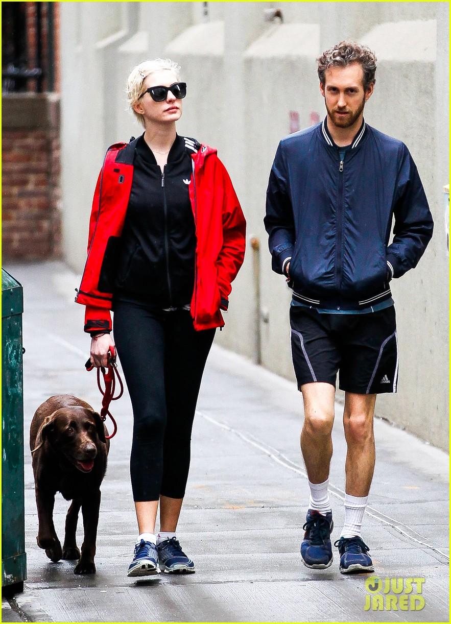 anne hathaway adam shulman rainy brooklyn dog walk 142873485