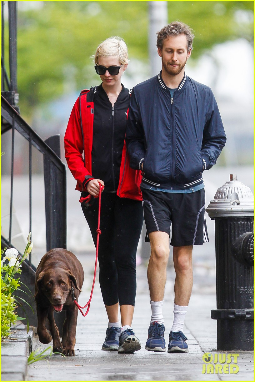 anne hathaway adam shulman rainy brooklyn dog walk 162873487
