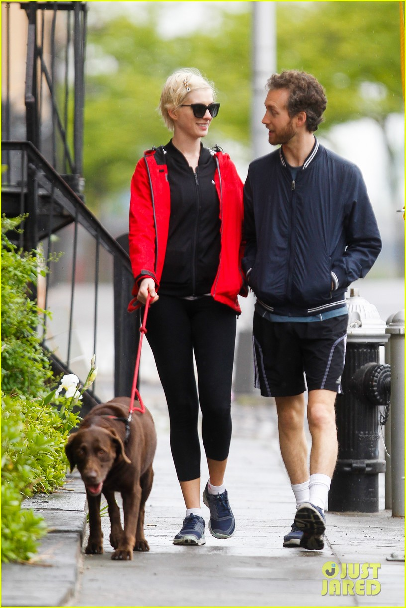 anne hathaway adam shulman rainy brooklyn dog walk 172873488
