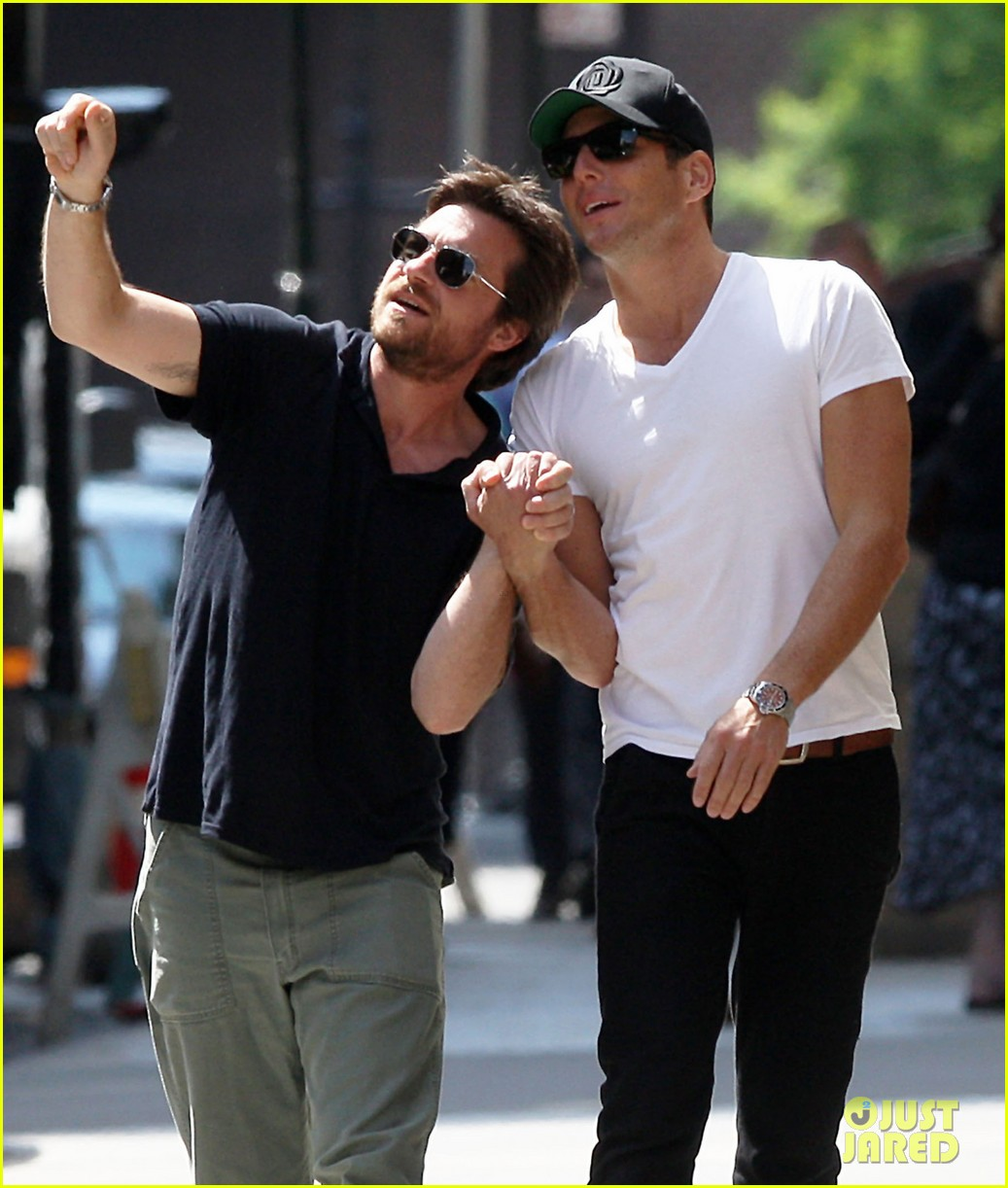 will arnett jason bateman hold hands check out city sights 042872299