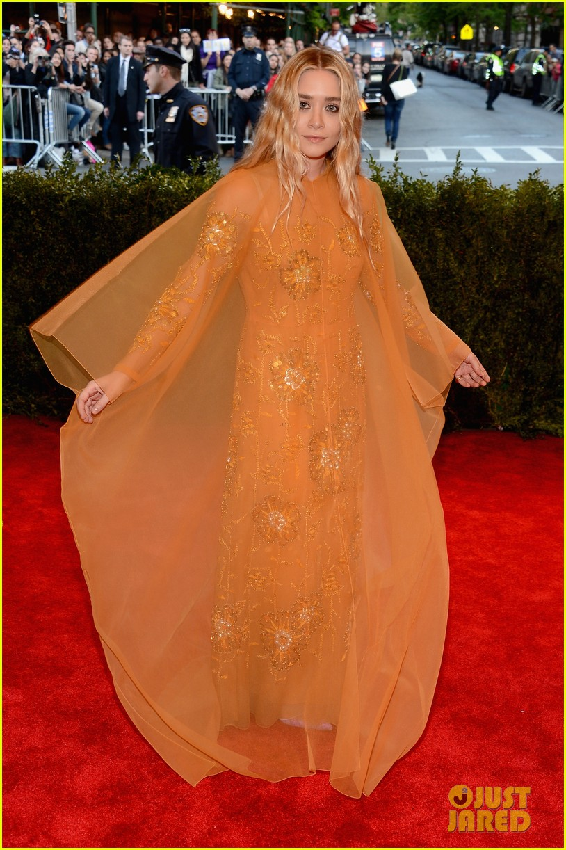 mary kate ashley olsen met ball 2013 red carpet 01