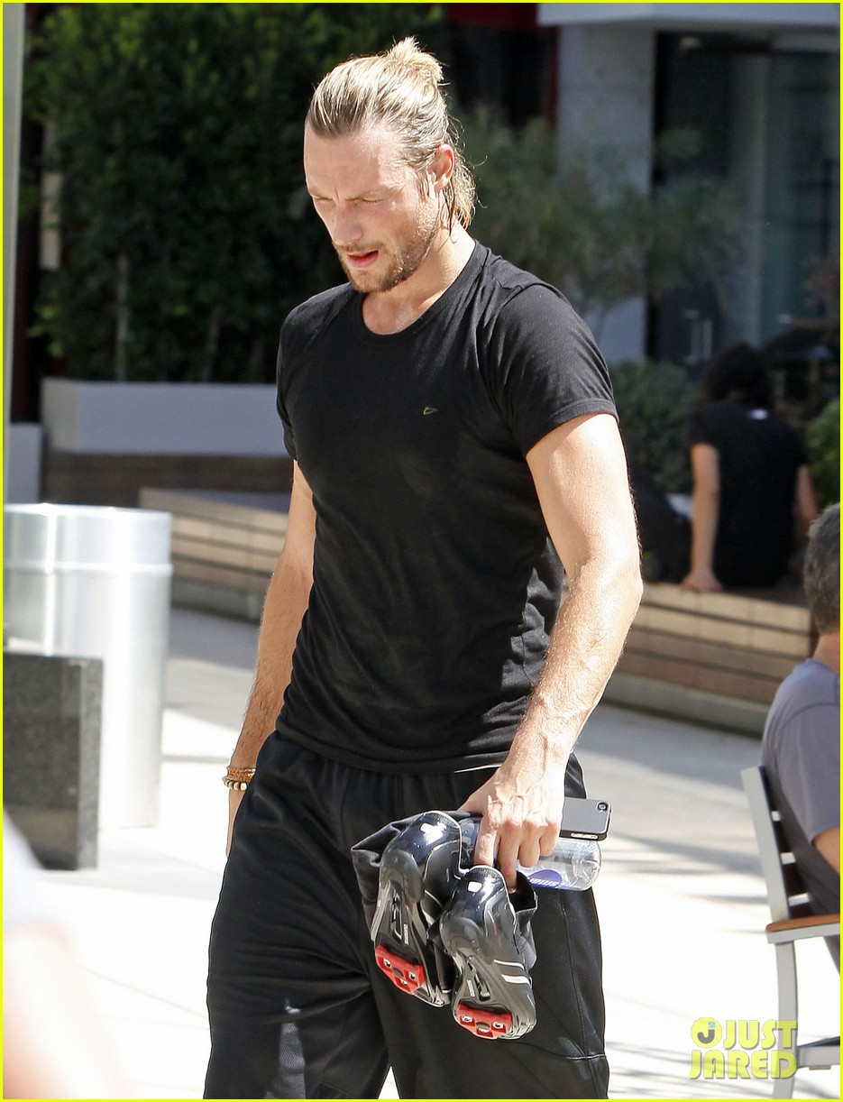gabriel aubry keeps fit at equinox 022880628