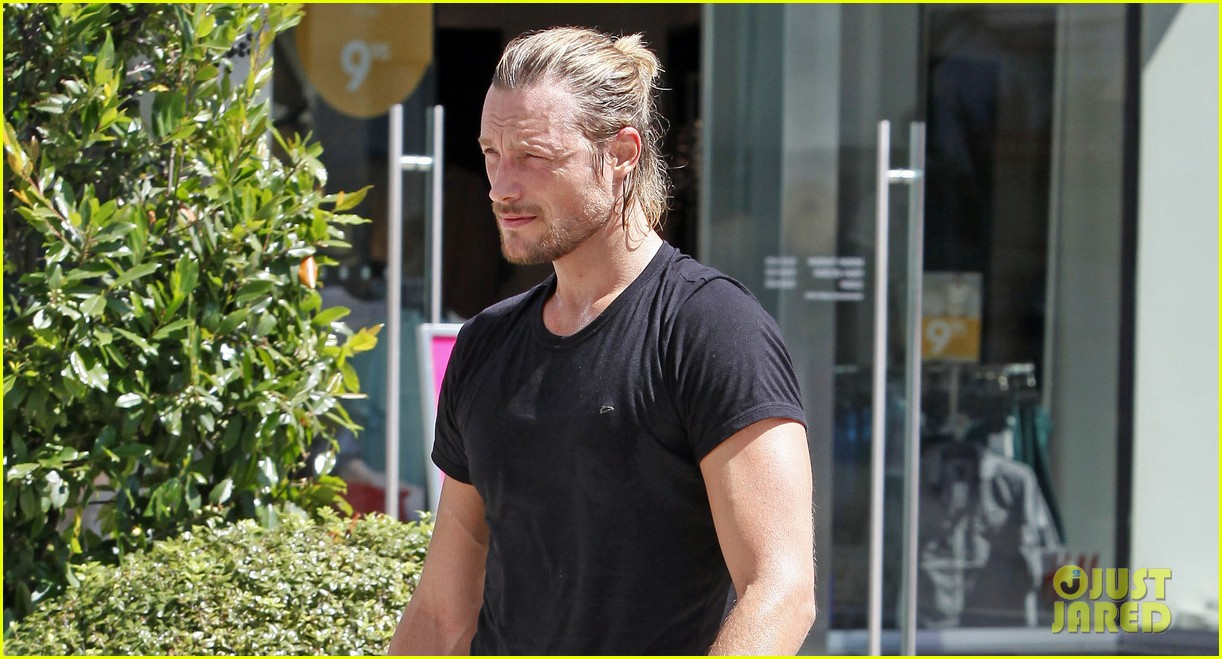 gabriel aubry keeps fit at equinox 042880630