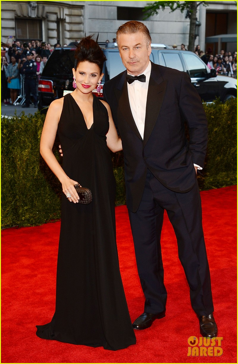 alec hilaria baldwin met ball 2013 red carpet 03