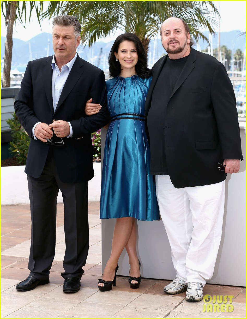 alec hilaria baldwin cannes seduced abandoned photo call 03