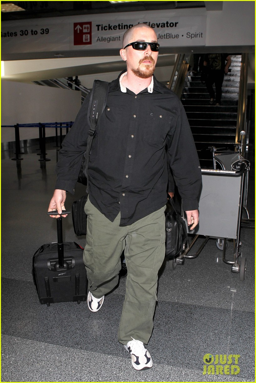 christian bale buzz cut at lax 08