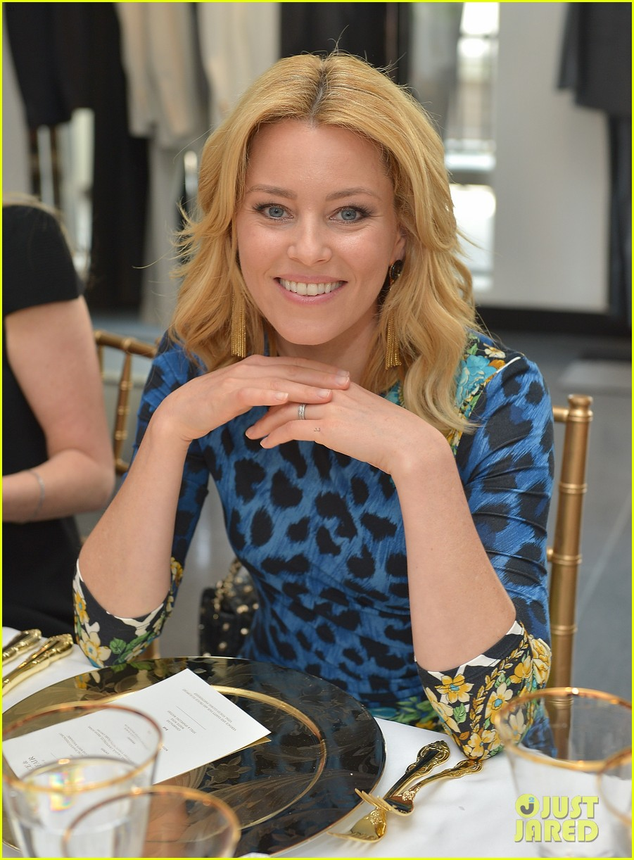 elizabeth banks vanity fair versace vital voices dinner 04