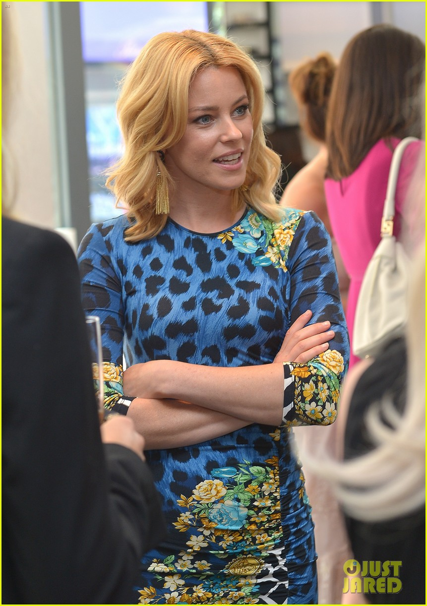 elizabeth banks vanity fair versace vital voices dinner 052876423