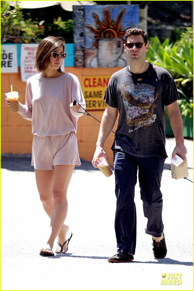 justin bartha lia smith breakfast after engagement 01