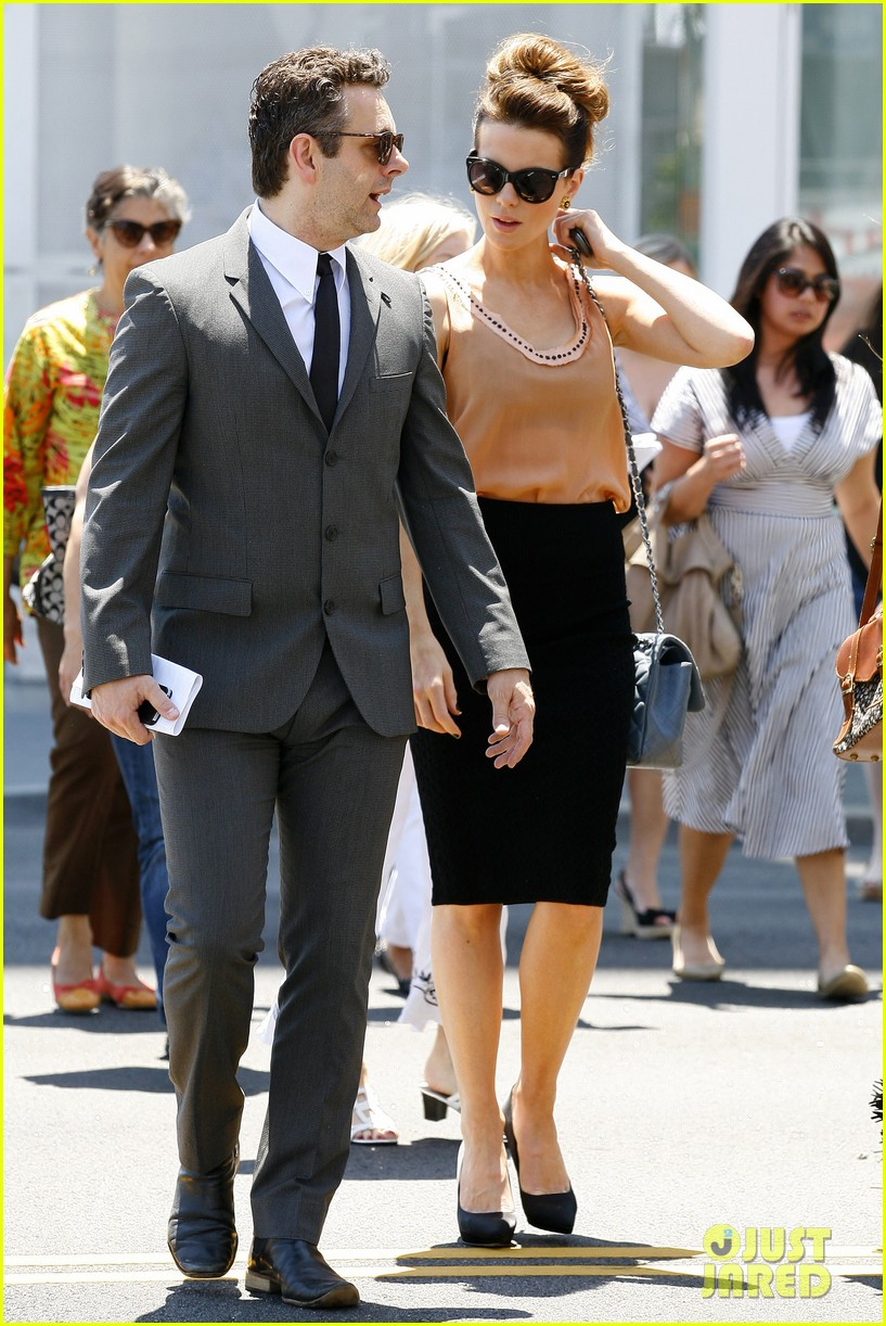 kate beckinsale beatles tribute show with michael sheen 132869383
