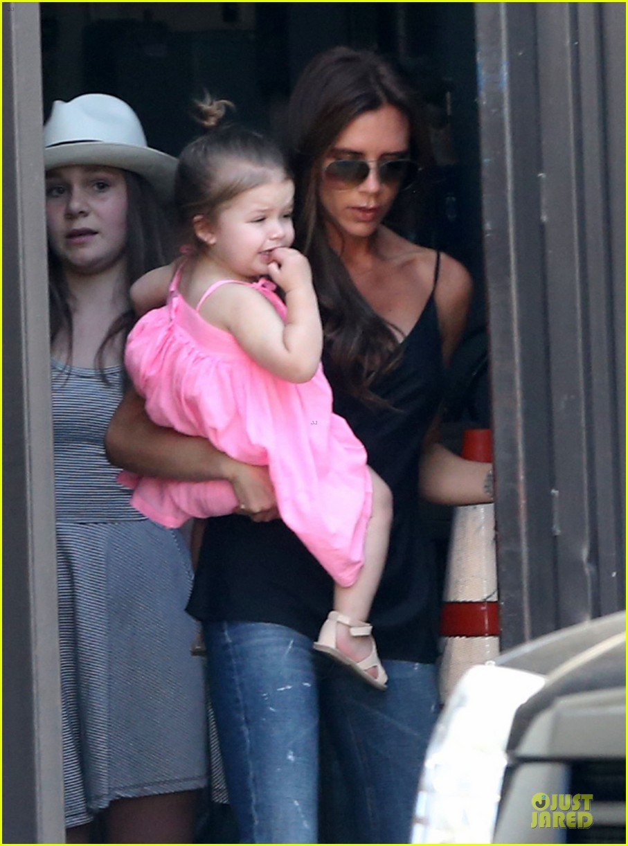 victoria david beckham separate shopping trips with the kids 042879600