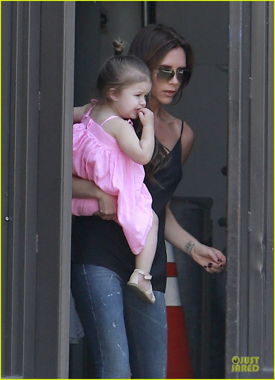 victoria david beckham separate shopping trips with the kids 082879604