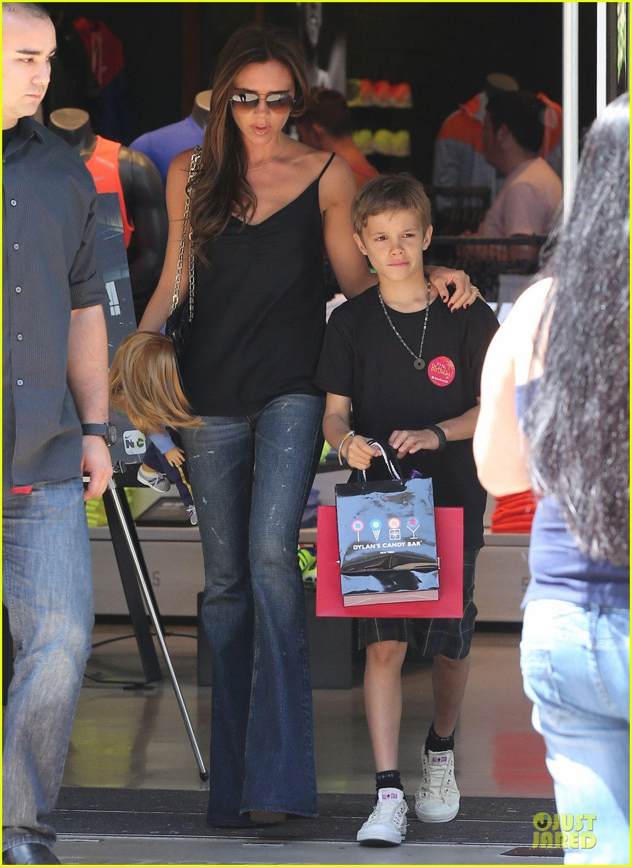 victoria david beckham separate shopping trips with the kids 182879614