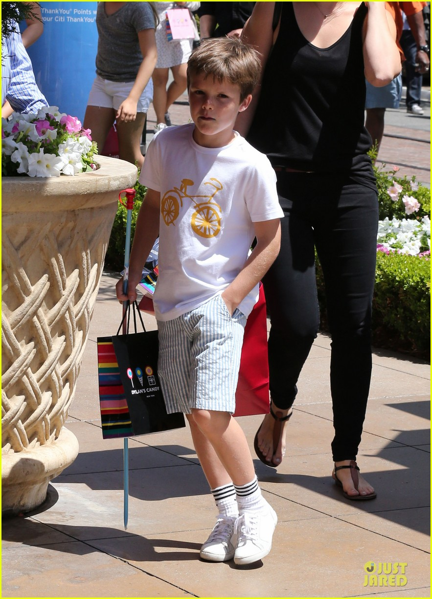 victoria david beckham separate shopping trips with the kids 282879624