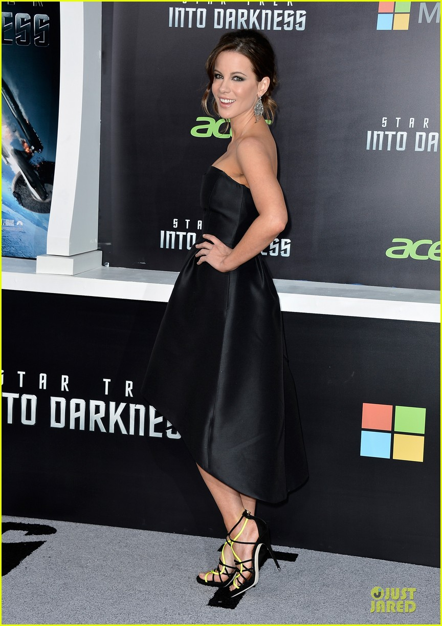 kate beckinsale jennifer morrison star trek into darkness premiere 06