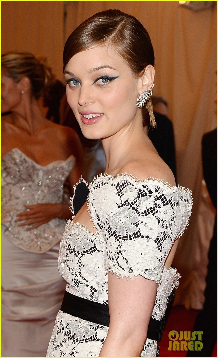 bella heathcote met ball 2013 red carpet 042865156