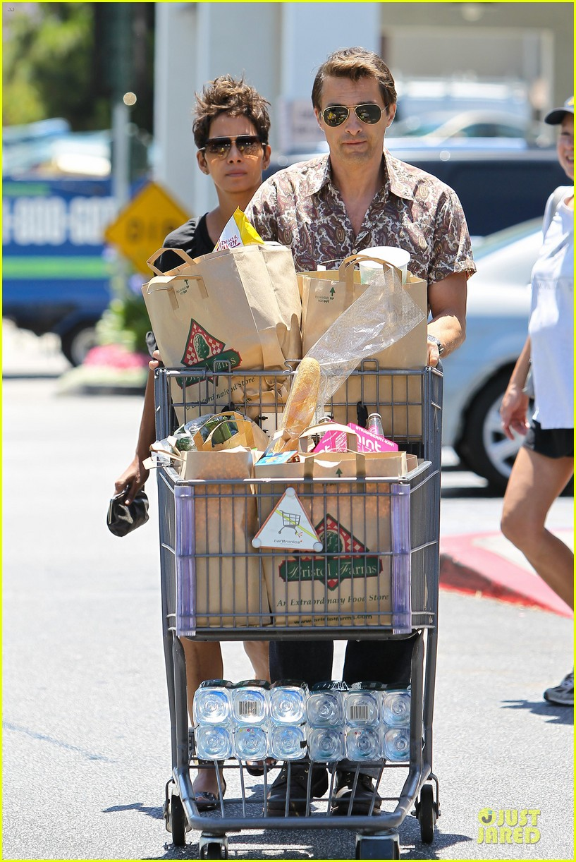 halle berry bel bambini shopping with nahla 04