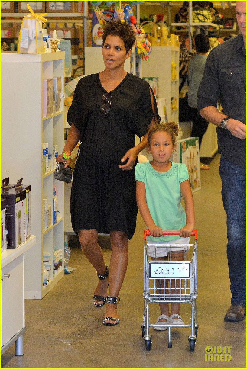 halle berry bel bambini shopping with nahla 202875056