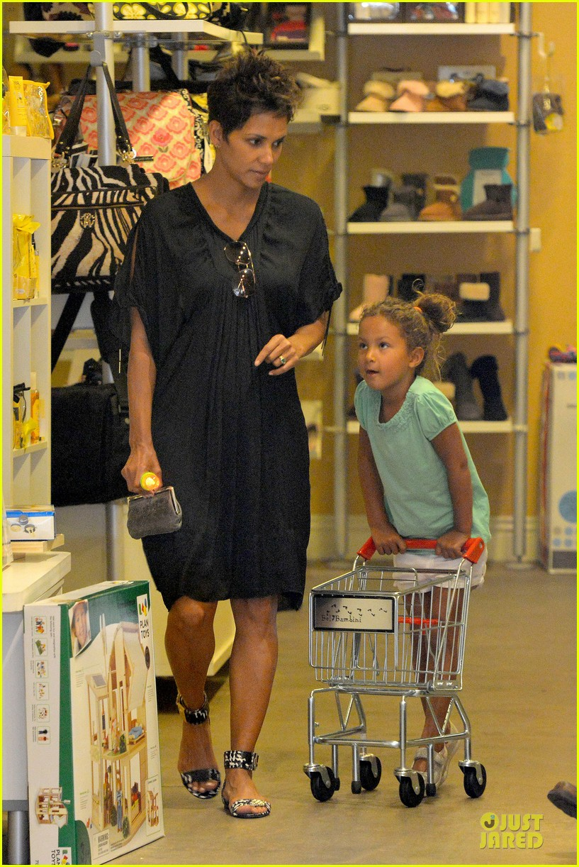 halle berry bel bambini shopping with nahla 21
