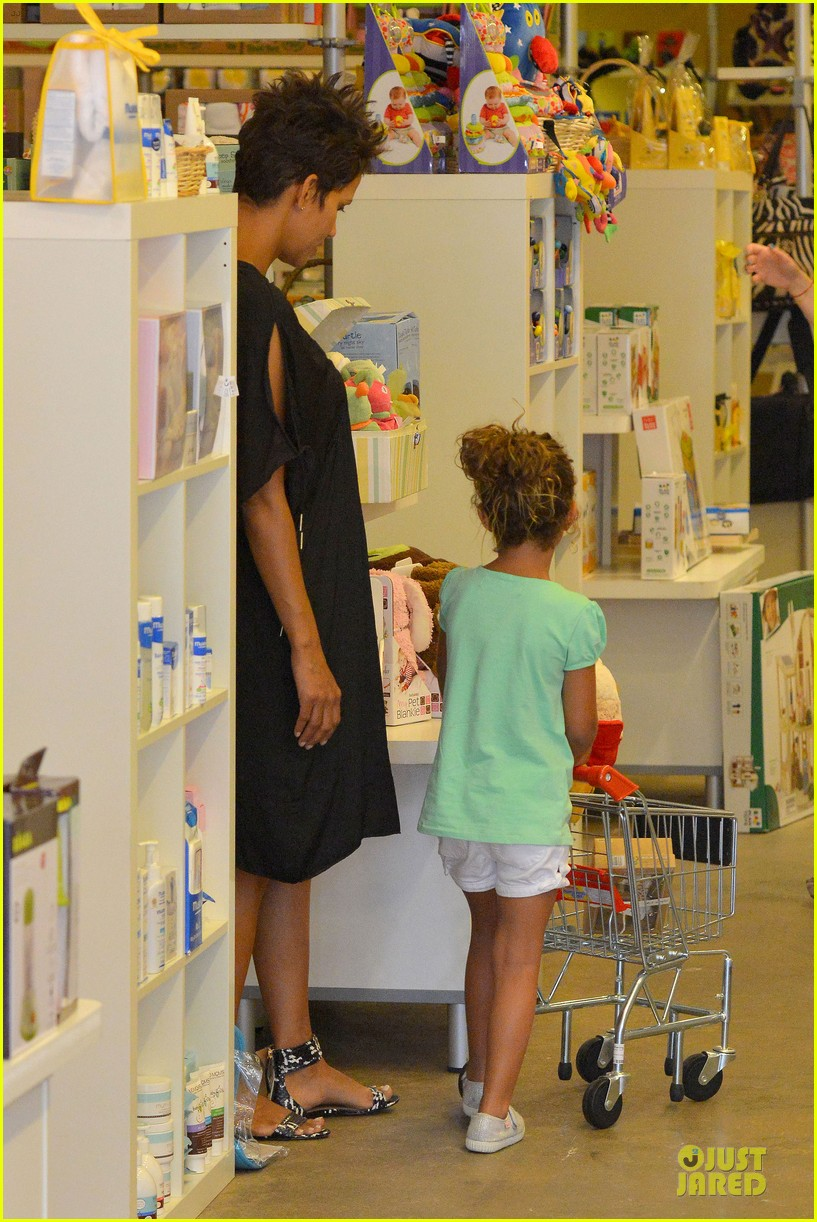 halle berry bel bambini shopping with nahla 252875061
