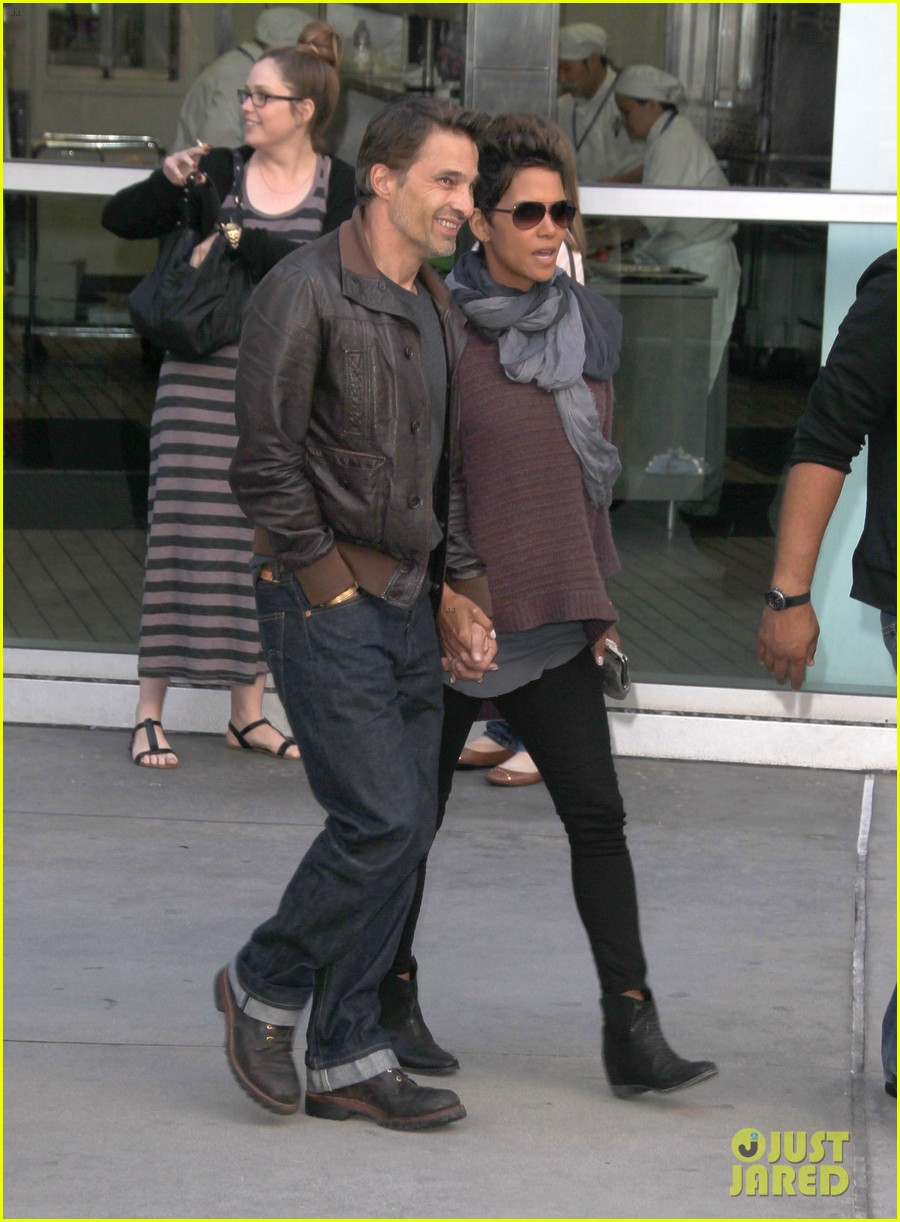 halle berry high fives nahla after olivier martinez date 012877641