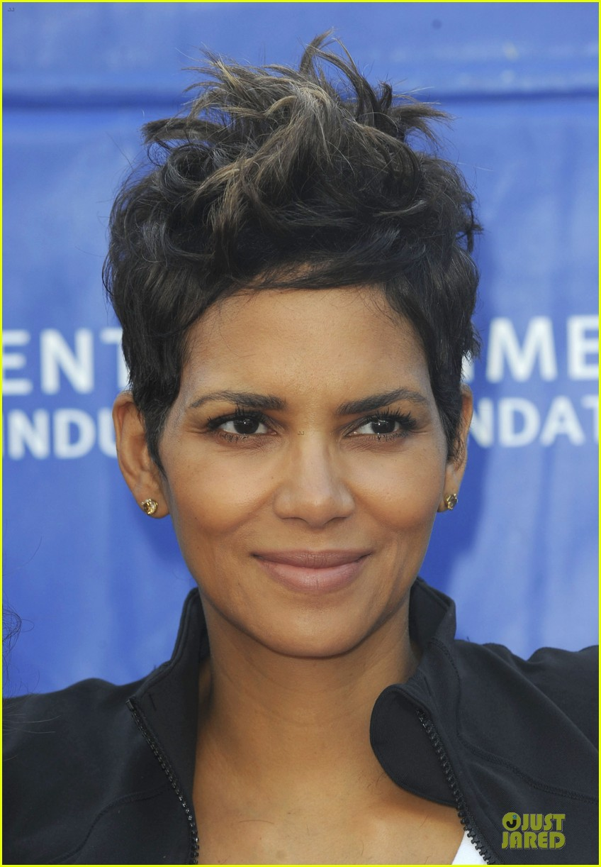 halle berry revlon run for women in la 092868379