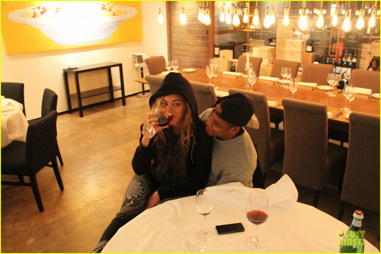 beyonce makes a no pregnancy statement with wine 012881656