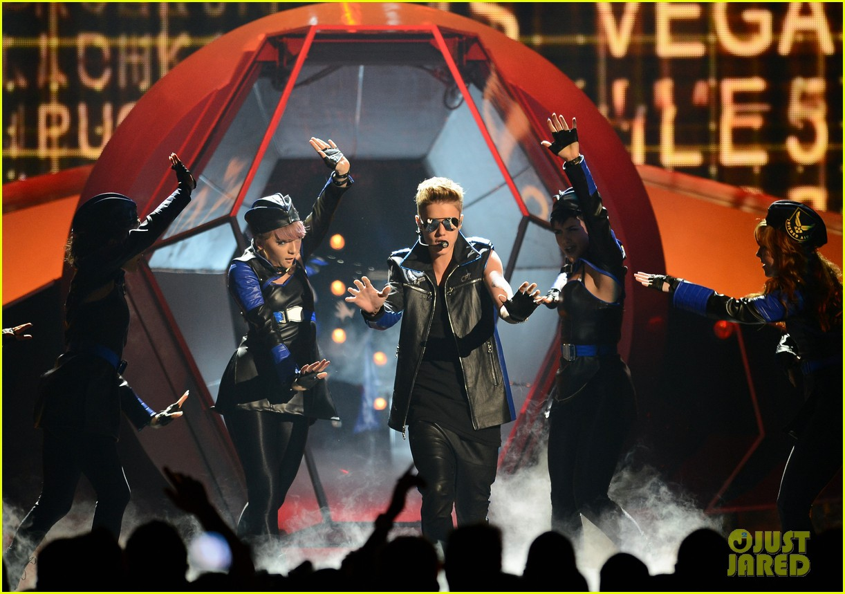 justin bieber billboard music awards 2013 performance video 052874184