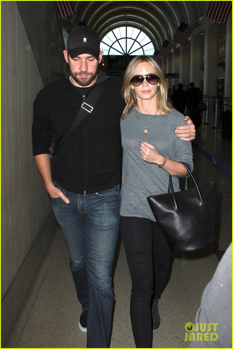 emily blunt john krasinski return to los angeles 01