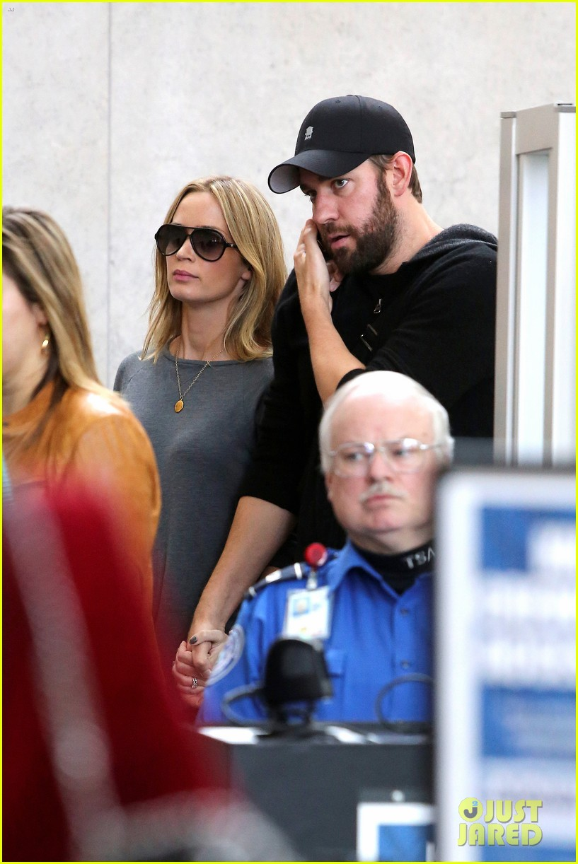 emily blunt john krasinski return to los angeles 06
