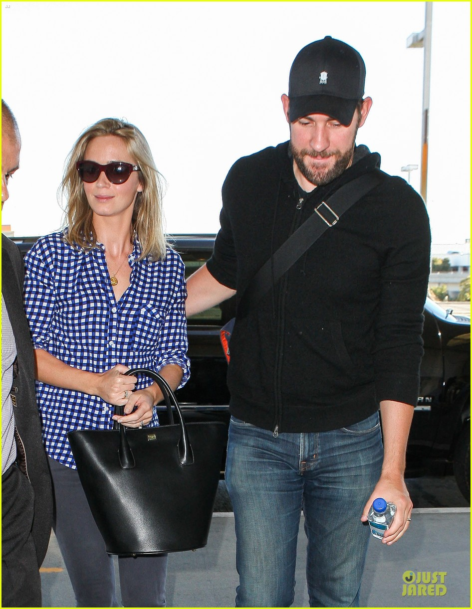 emily blunt john krasinski scranton flying couple 022864345