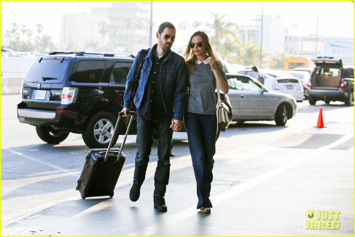 kate bosworth michael polish hold hands before flight 082862455