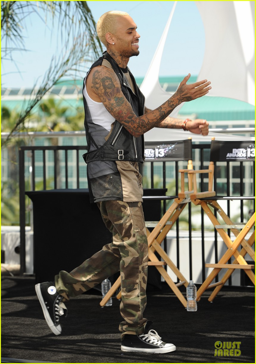 chris brown bet awards press conference 01