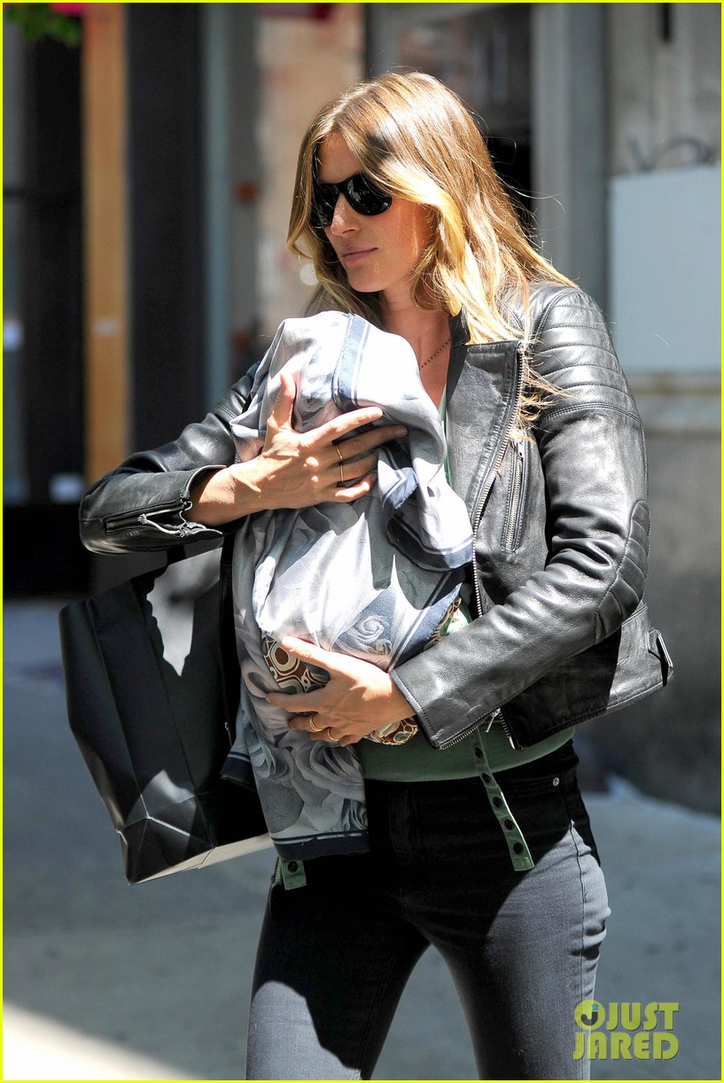 gisele bundchen cradles baby vivian in nyc 062863028