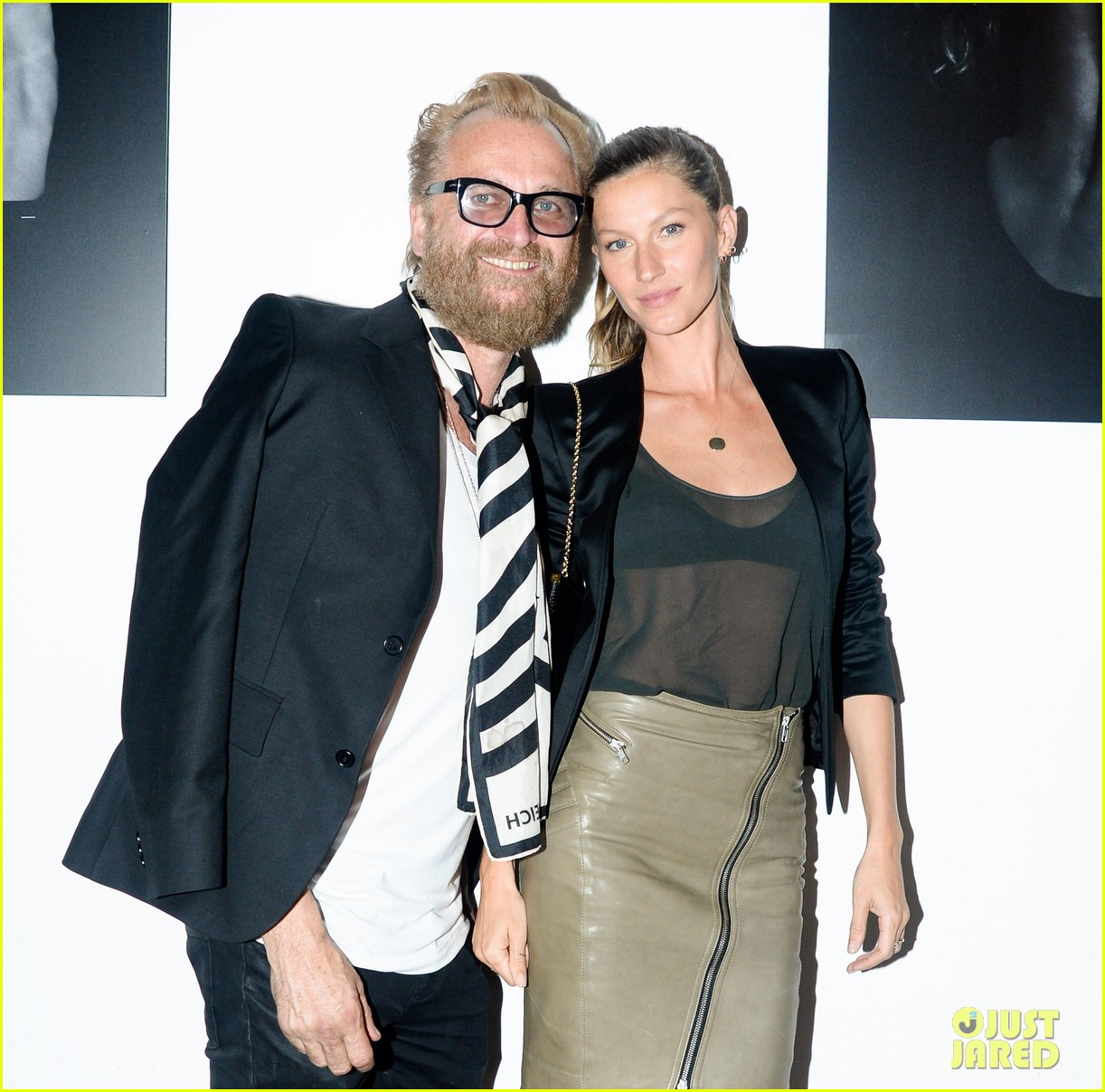 gisele bundchen blk dnm ad viewing with sister gabriela 04