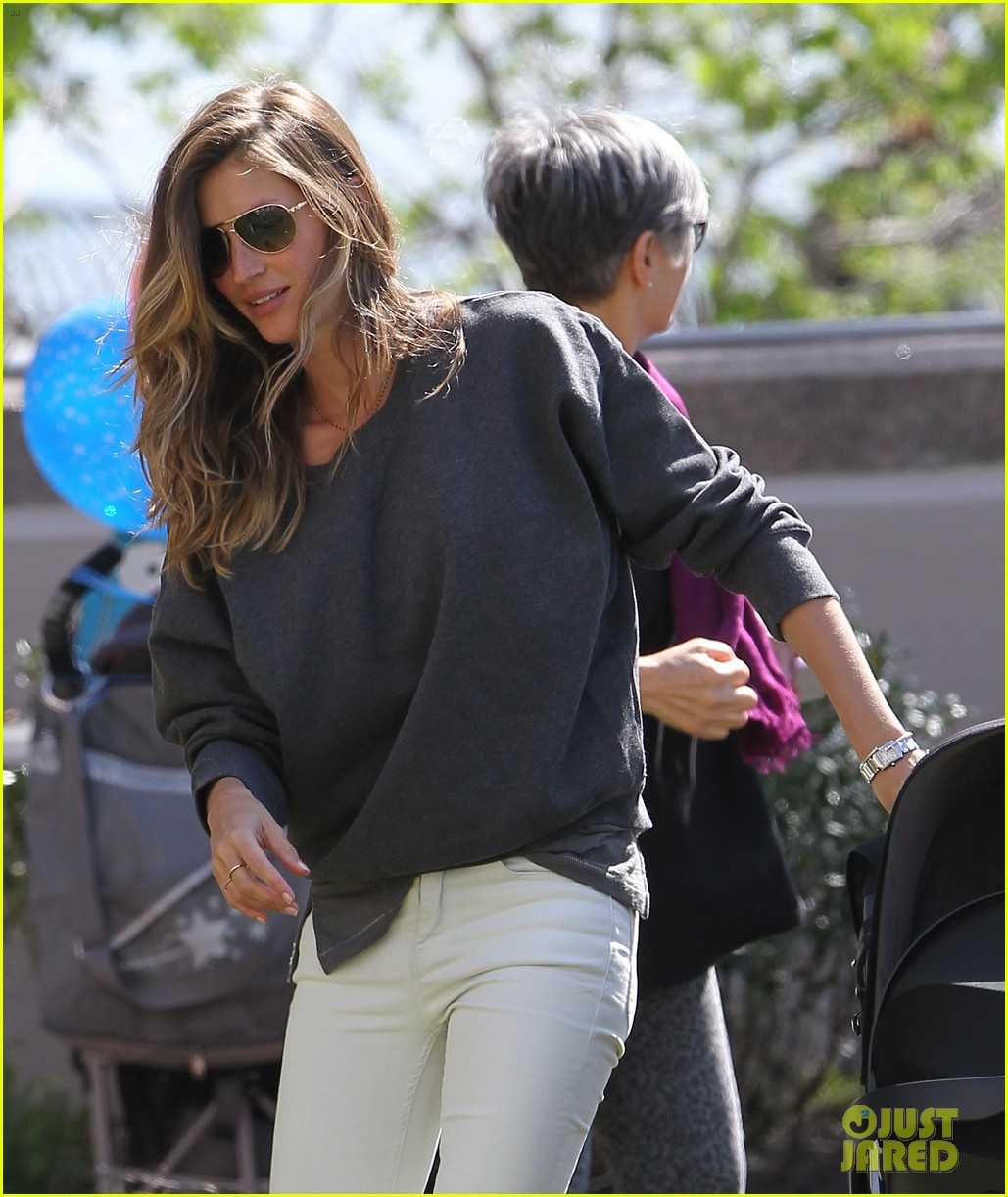 gisele bundchen plays with kids tom brady derby dude 14
