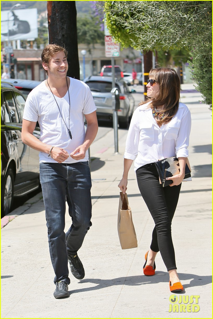 sophia bush hair salon visit with boyfriend dan fredinburg 052877683