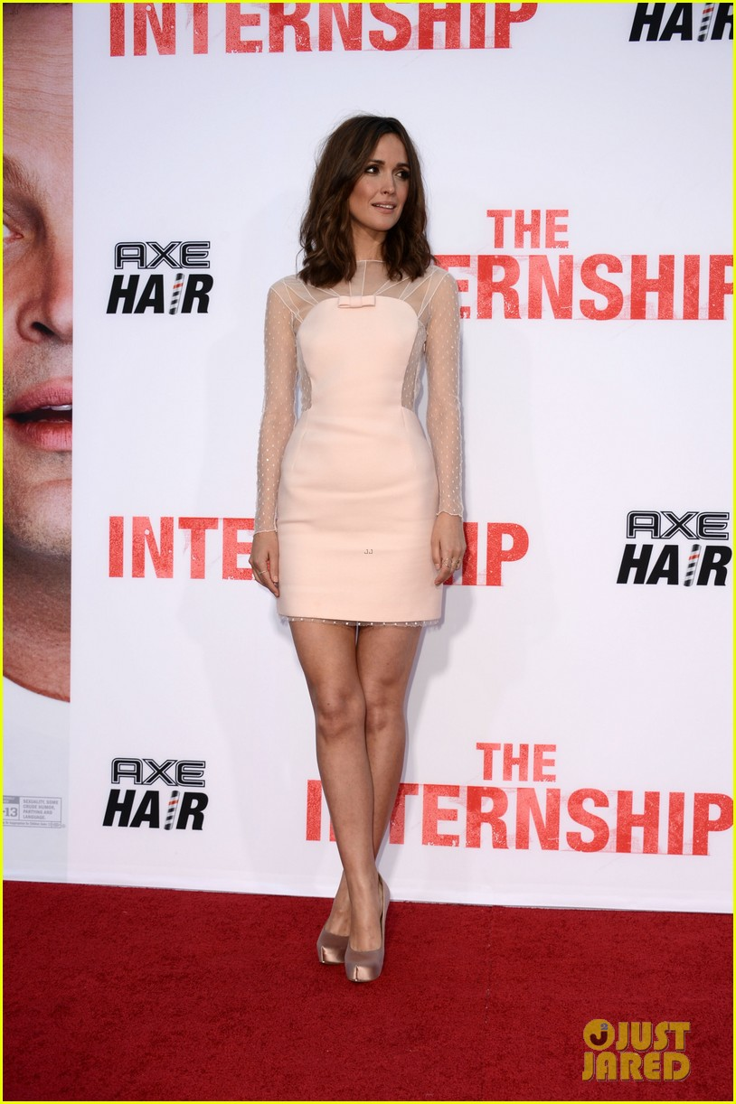 rose byrne jessica szohr the internship premiere 16
