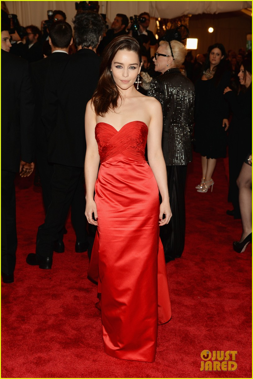 emilia clarke met ball 2013 red carpet 01