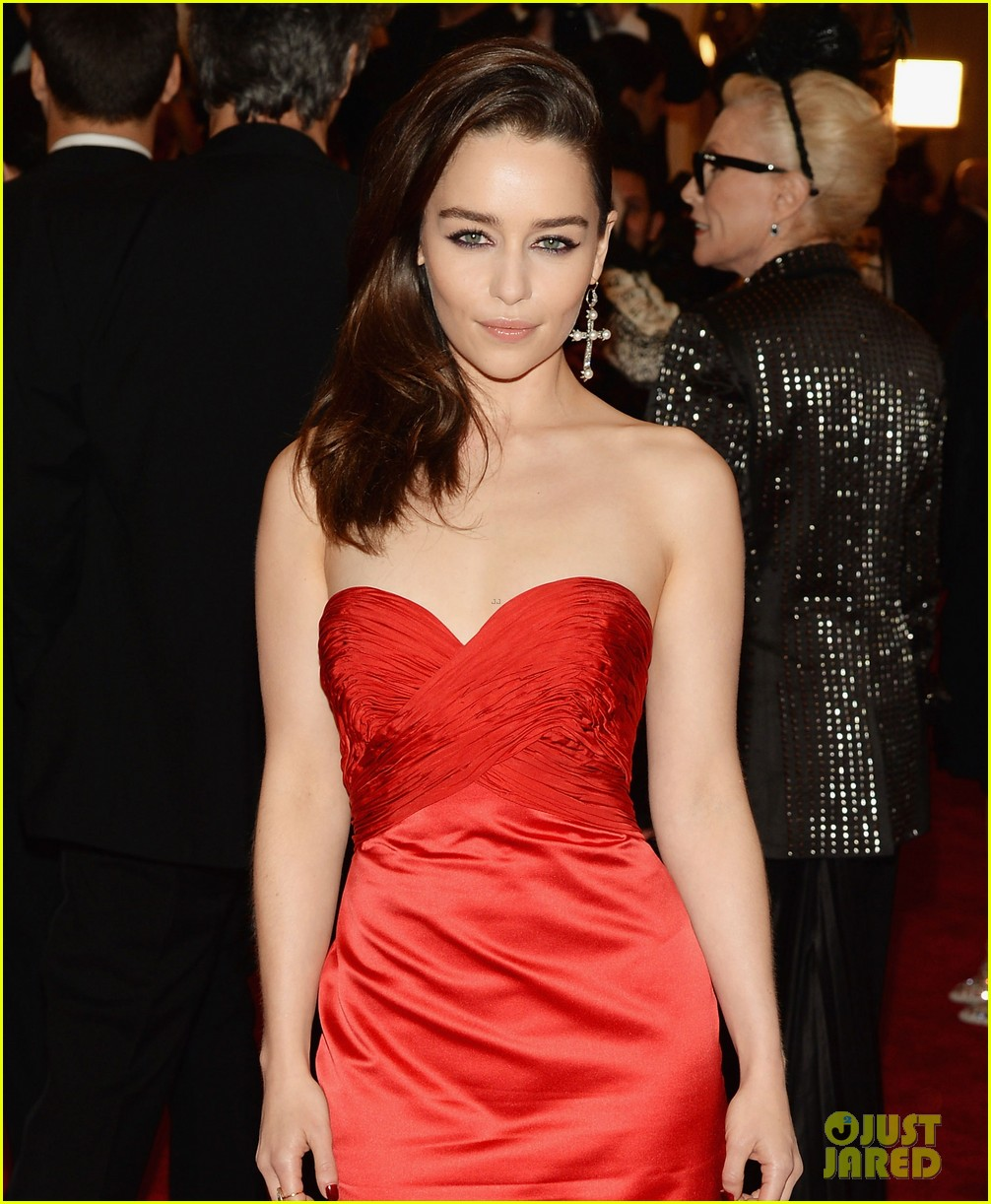 emilia clarke met ball 2013 red carpet 052865618