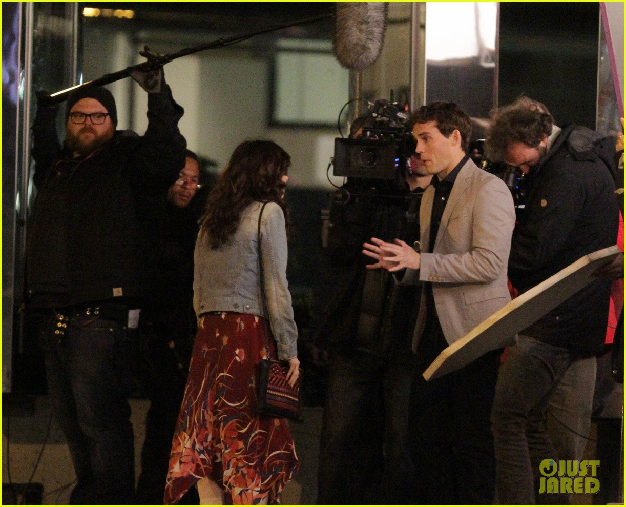 lily collins sam claflin love rosie does great in presales 08