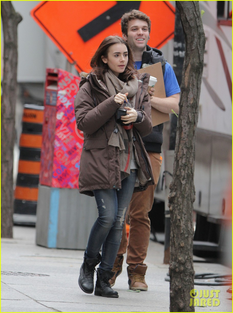 lily collins sam claflin love rosie does great in presales 092871443