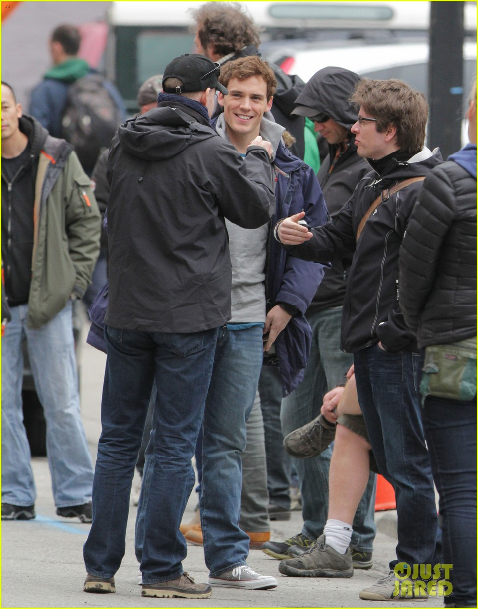 lily collins sam claflin love rosie does great in presales 102871444