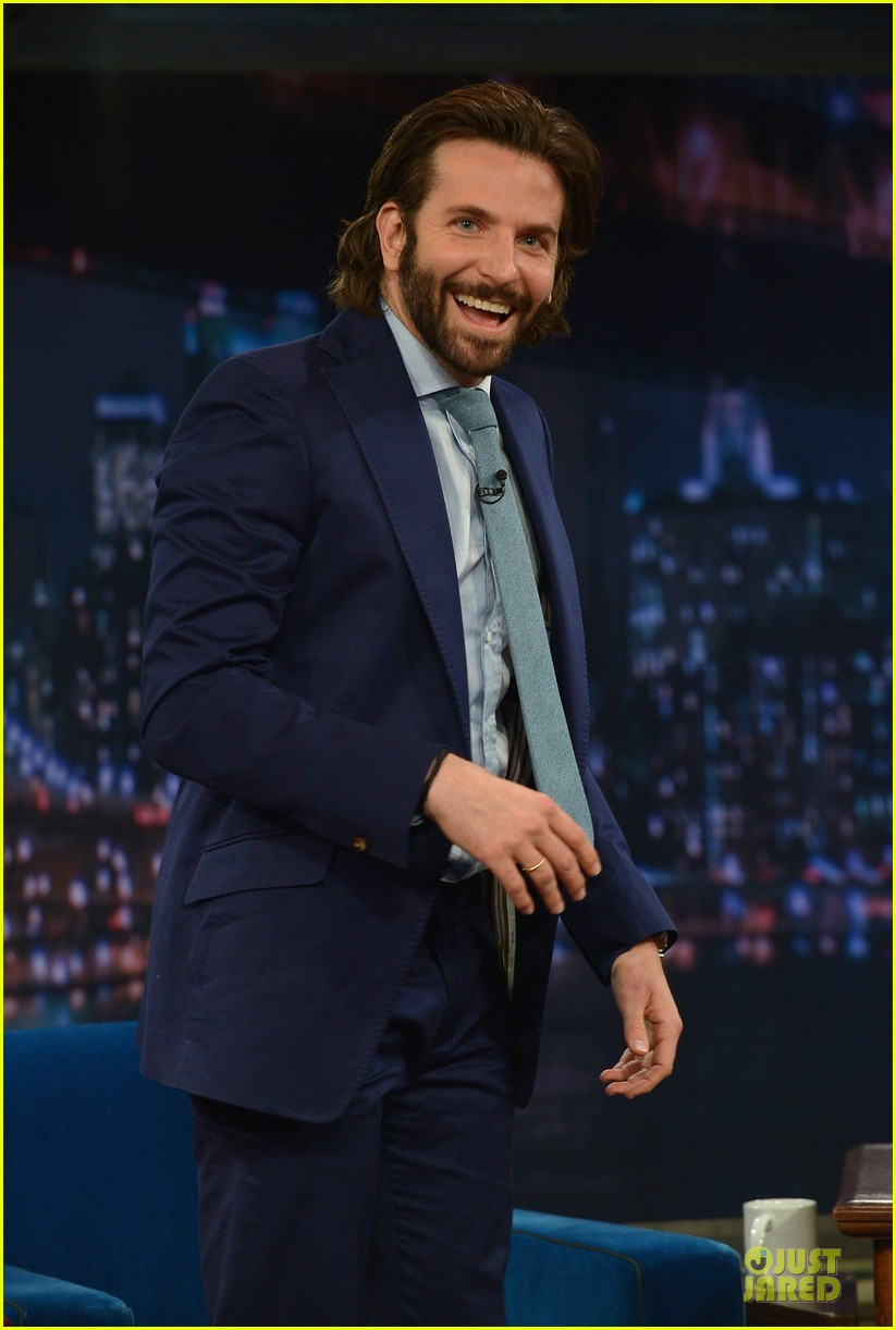 bradley cooper wears mini basketball hoop on fallon 07
