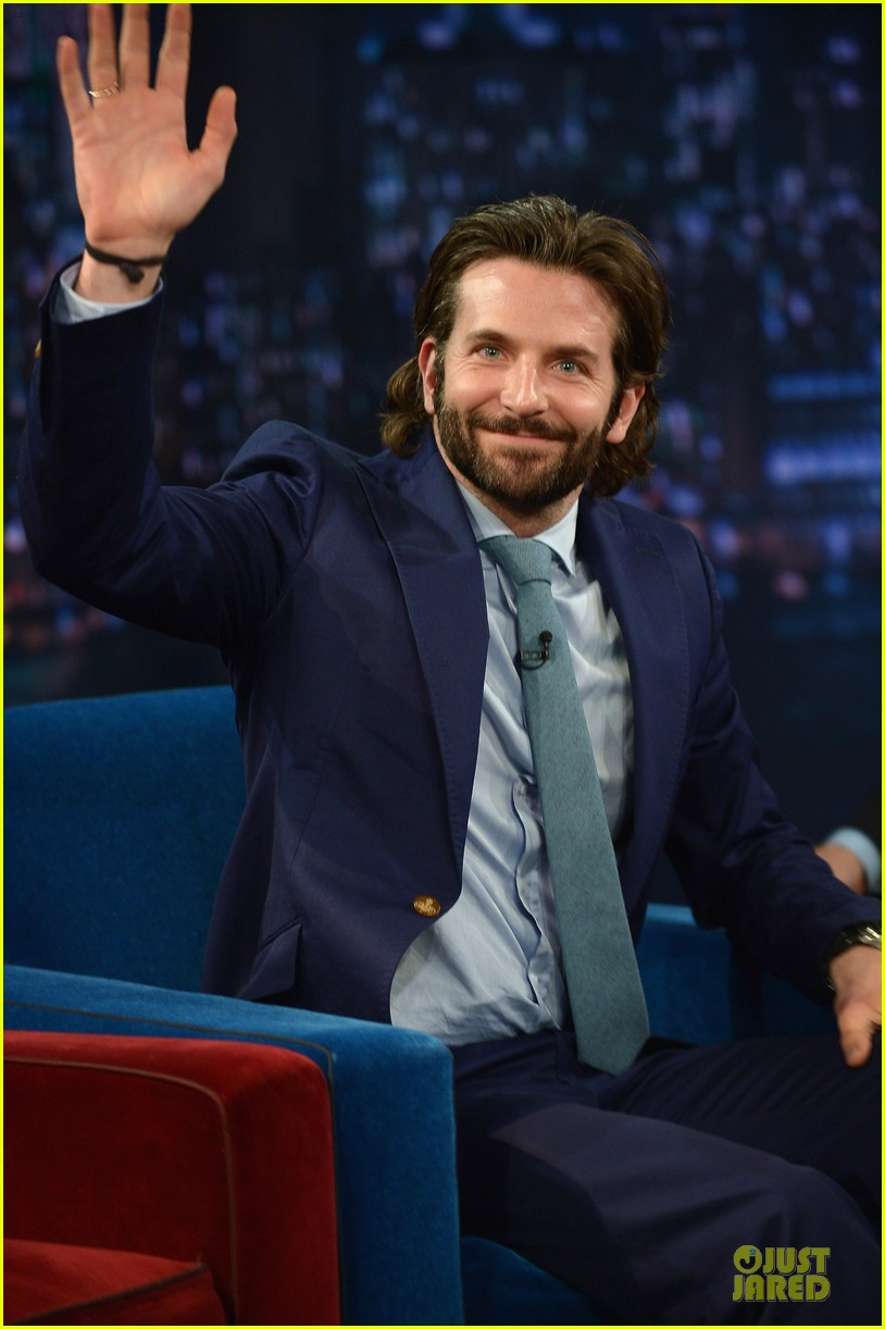 bradley cooper wears mini basketball hoop on fallon 082869764