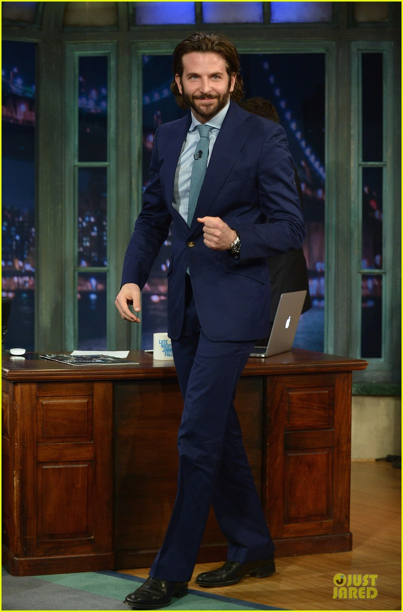 bradley cooper wears mini basketball hoop on fallon 102869766