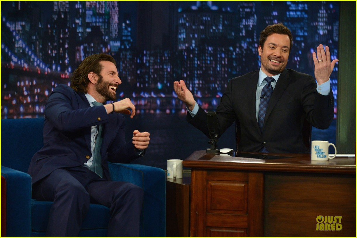 bradley cooper wears mini basketball hoop on fallon 132869769