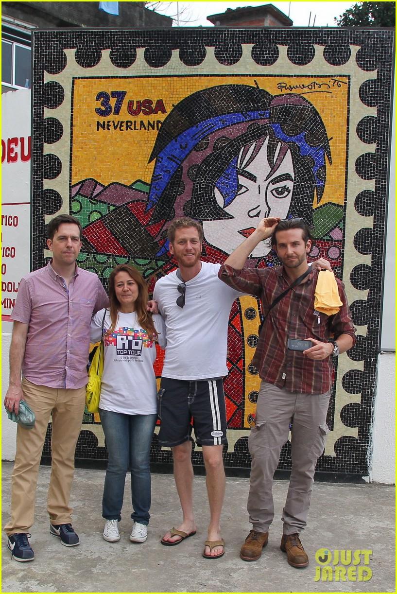 bradley cooper visits santa marta favela with ed helms 032880835
